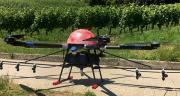 Le drone Fly &Film est équipé de 6 rotors. Il peut transporter 20 litres de bouillie. Son autonomie est de 20-25 minutes. Photo : Fly&Film