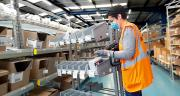 Lors de son chemin de picking, une personne prépare jusqu'à une quarantaine de commandes pour l'e-commerce en même temps. Photo: Debflex
