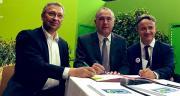 Hier, lundi 25 février 2019, Didier Guillaume, ministre de l'Agriculture et de l'Alimentation, Philippe Mauguin, P-DG l'Inra, et Éric Thirouin, de la FNSEA, ont signé le préambule du contrat de solutions. CP : Min Agri.