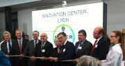 Le centre d'innovation a été inauguré par Bruno Bonnell, député du Rhône, et de nombreux responsables politiques régionaux. © I.Aubert/Pixel Image