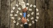 «Les acteurs se rachètent ou se rapprochent pour renforcer leur puissance d'innovation, dans un contexte technologique, réglementaire et sociétal de plus en plus exigeant», explique Nicolas Bouzou, économiste et directeur du cabinet de conseil Asterès. © Gajus/Fotolia