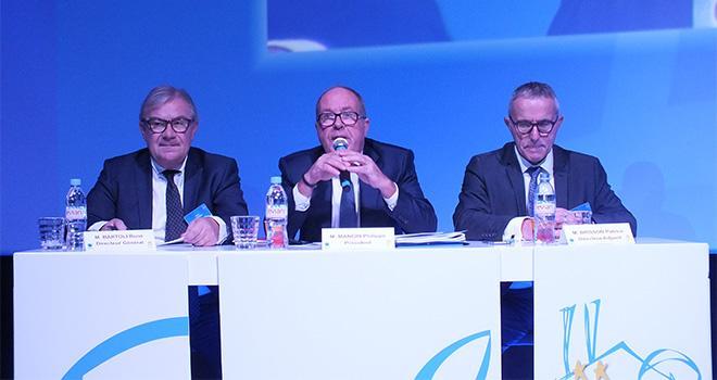 Philippe Mangin, président d'EMC2, entouré de René Bartoli, directeur général, et Patrice Brisson (à d.), directeur adjoint, lors de l'AG du 6 décembre à Verdun. Photo : Alain Humbertclaude/Vie Agricole de la Meuse.