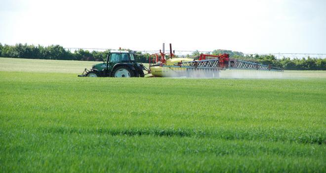 La liste des pesticides surveillés comporte 75 molécules fongicides, herbicides ou insecticides.