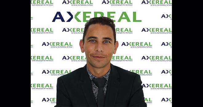 Avec le service communication, Olivier Lesourd-Kontolios, responsable développement en ressources humaines  et directeur des ressources humaines  des Métiers du grain, mène une politique  active de valorisation de la marque Axéréal. CP : Axéréal.