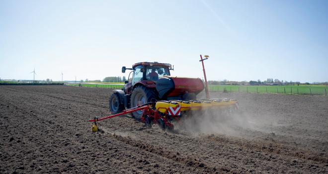 Les expérimentations ont permis d'identifier vingt grands ensembles, dans lesquels sont regroupés les types de sol ayant les mêmes réponses agronomiques. CP : G.Landais/Pixel6TM.