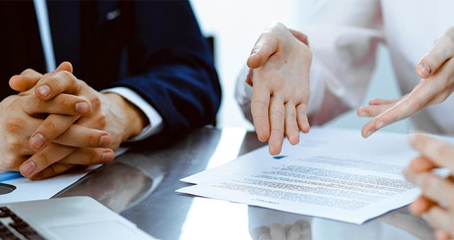 La sortie de ces textes permettra  aux coopératives et aux négoces d'avoir les précisions ultimes pour décider: garderont-ils le conseil ou la vente ? CP : rogerphoto/Adobe Stock.
