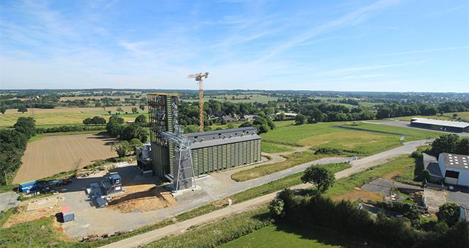 Le nouveau silo de collecte bio de Châteaubourg (Ille-et-Vilaine) disposera de vingt cellules de stockage, d'une capacité totale de 10 000 à 12 000 tonnes. Il sera opérationnel aux alentours du 20 juin 2019. CP : Le Gouessant
