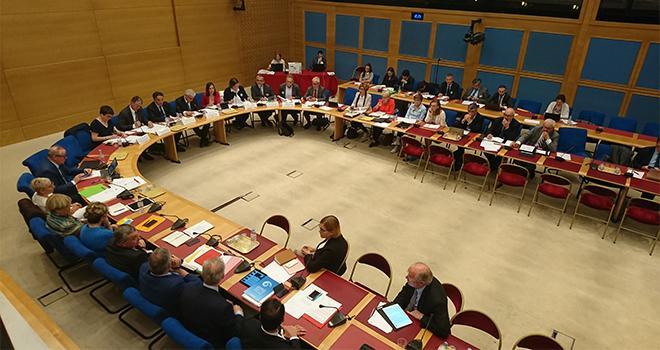 La commission développement durable a invité les sénateurs à débattre sur la réduction des phytosanitaires (© O.Hielle)