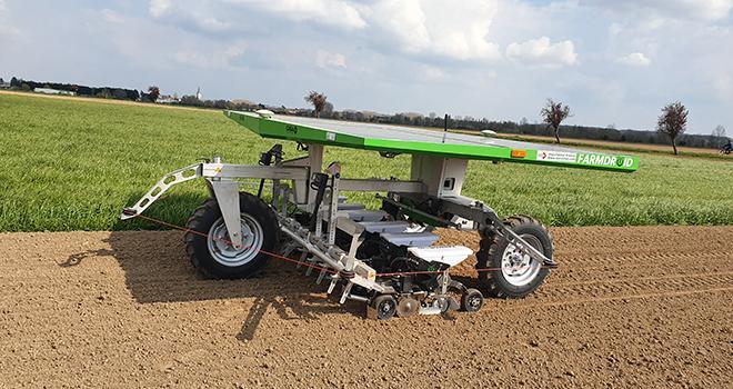 Les expérimentations des robots Naïo et Farmdroïd (photo) sont en cours et doivent permettre de définir le bon modèle économique pour l'agriculteur. Photo : groupe Advitam