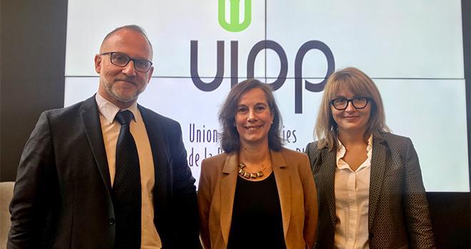 De gauche à droite : Nicolas Kerfant , président de l'UIPP, Eugénia Pommaret, directrice générale de l'UIPP et Delphine Guey, directrice de la communication et des affaires publiques à l'UIPP. © C.Lamy-Grandidier / Pixel Image