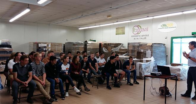 Les jeunes du CFA de l'Allier très attentifs à la présentation de Christophe Marcoux, Val Limagne. Photo : Ucal