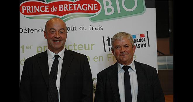Marc Keranguéven (à gauche) succède à Joseph Rousseau à la présidence du Cerafel. CP : D. Bodiou/Pixel mage