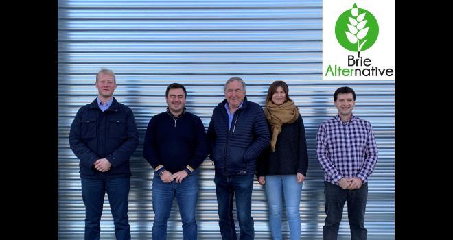L'équipe de Brie Alternative (de gauche à droite) : Pierre Bataille, Paul Bidaut, Michel Lanquetuit, Florence Lanquetuit et Francis Marchal. CP : DR