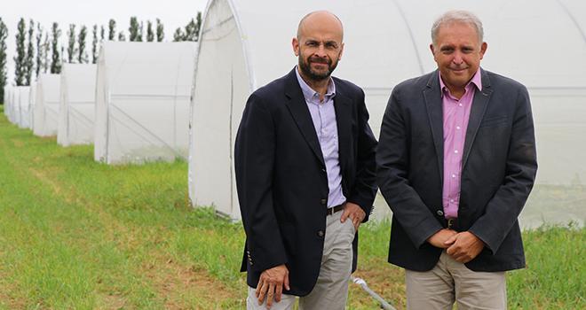 Rémi Lefebvre (à gauche), DG de Saaten-Union, et Éric Verjux, président du groupe Deleplanque, annoncent la création du « Réseau Deleplanque – Saaten-Union ». Photo : Saaten-Union/Deleplanque