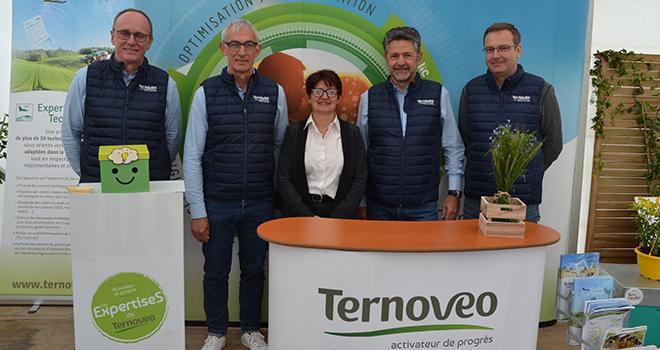 Les dirigeants de Ternoveo ont présenté lors des Expertises les 3 nouveaux projets du négoce : la production de pois chiches, l'implantation de vignes et le déploiement de ruches. Photo : S.Bot/ATC