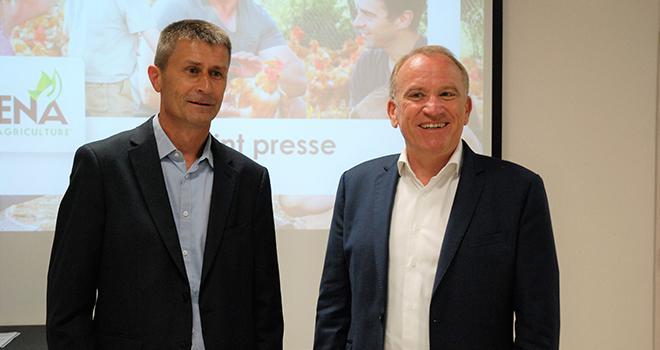 Olivier Chaillou (à gauche) et Alain Le Floch, président et directeur de la coopérative Terrena. Photo O.Lévêque/Pixel6TM
